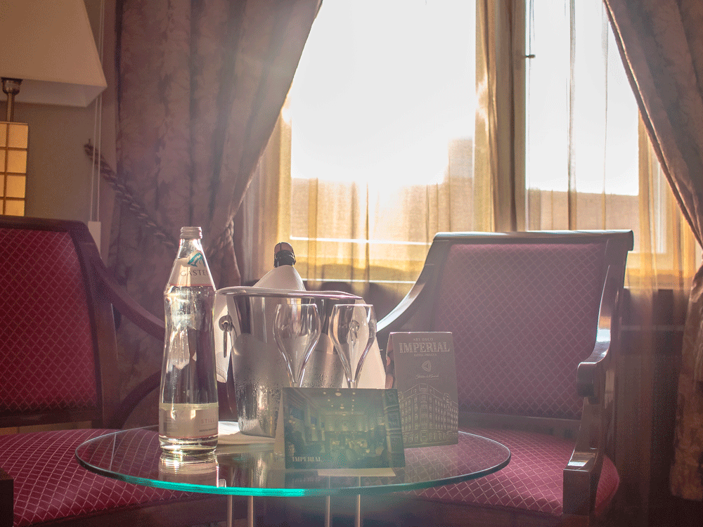 Jedna noc v hotelu Imperial